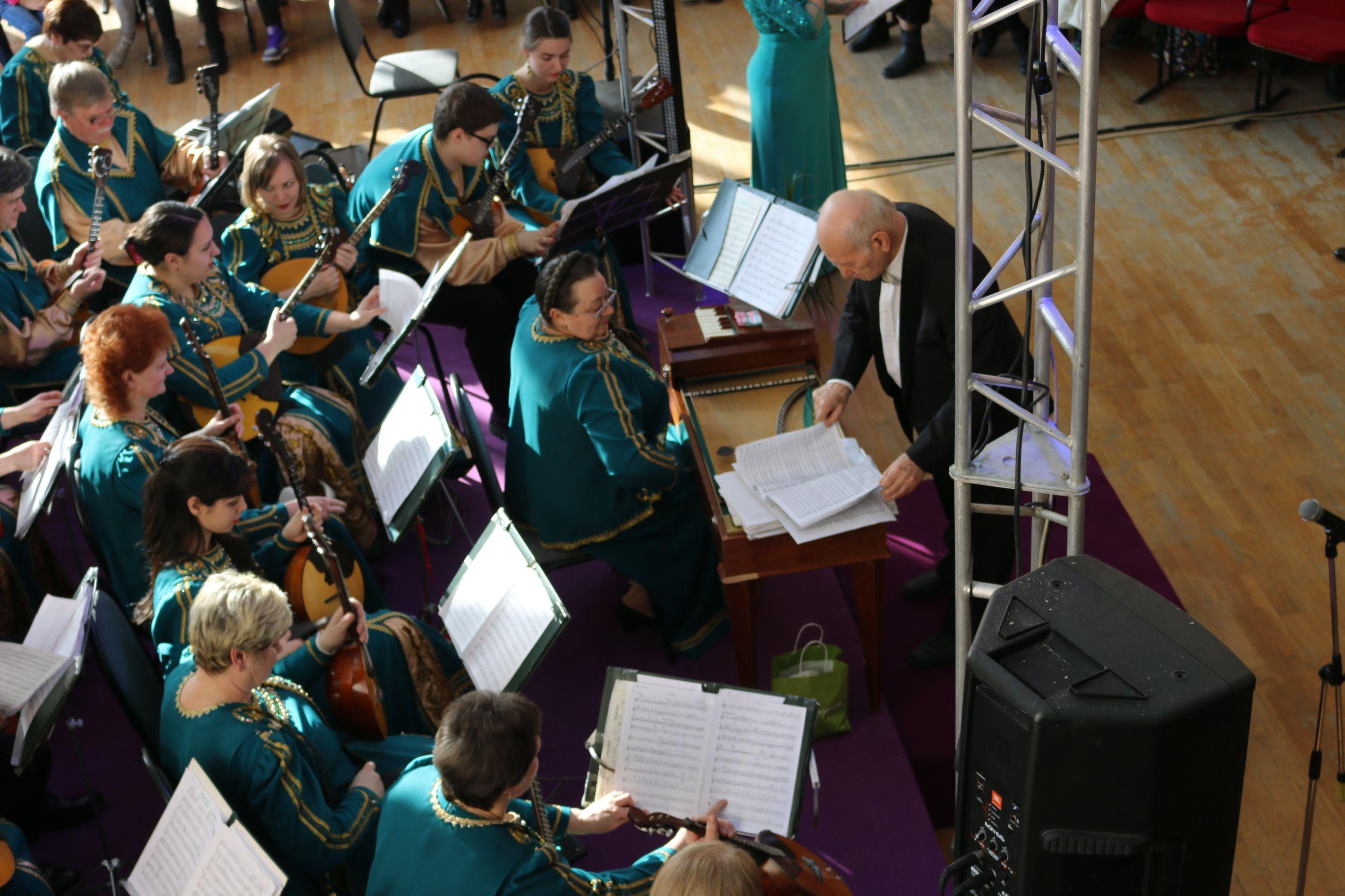 Балалайка, домра и аккордеон: Оркестр русских народных инструментов в лицах. Фото: Анна Шутова