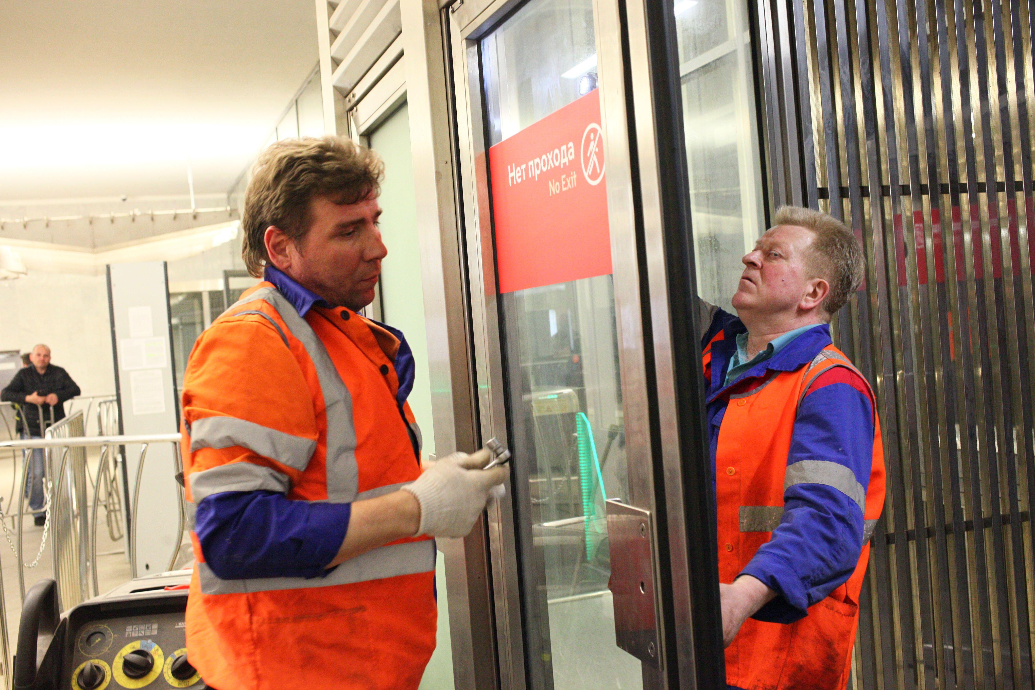 Вторые двери исчезнут из вестибюлей московского метро за две недели
