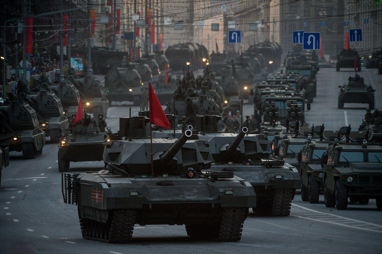 Более ста образцов военной техники прибудет в Москву