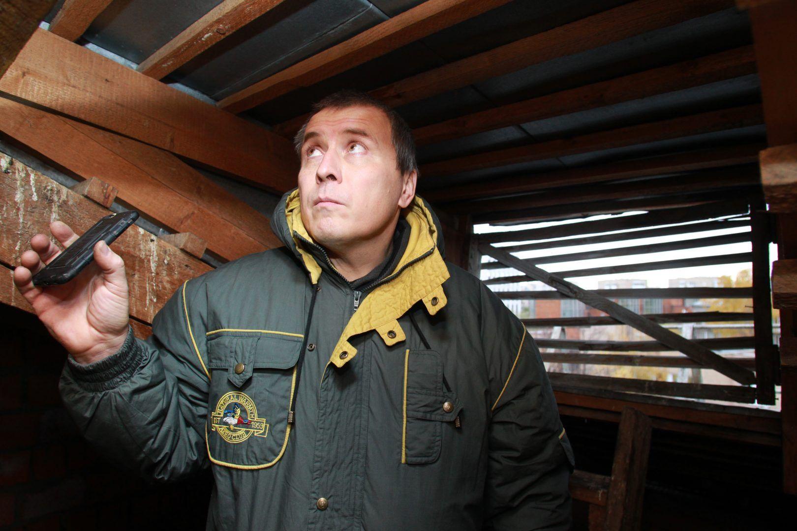 Специалисты проверили подвалы и чердаки в домах Михайлово-Ярцевского. Фото: Наталия Нечаева «Вечерняя Москва»