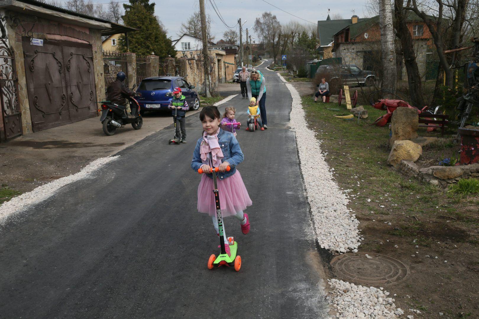 Дороги обновили на дворовых территориях домов в Щербинке. Фото: Владимир Смоляков, «Вечерняя Москва»