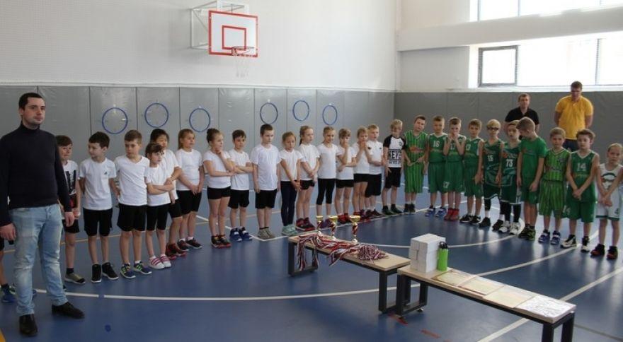 Открытый турнир по баскетболу провели в Десеновском