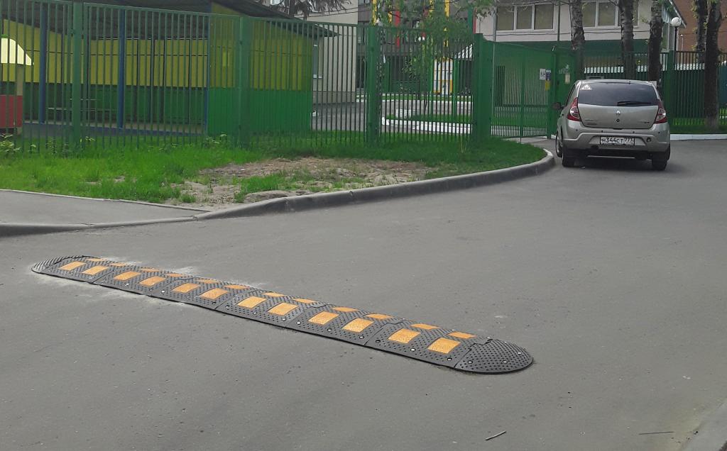 Искусственную неровность установили на дороге Рязановского. Фото предоставила Наталья Палюхевич