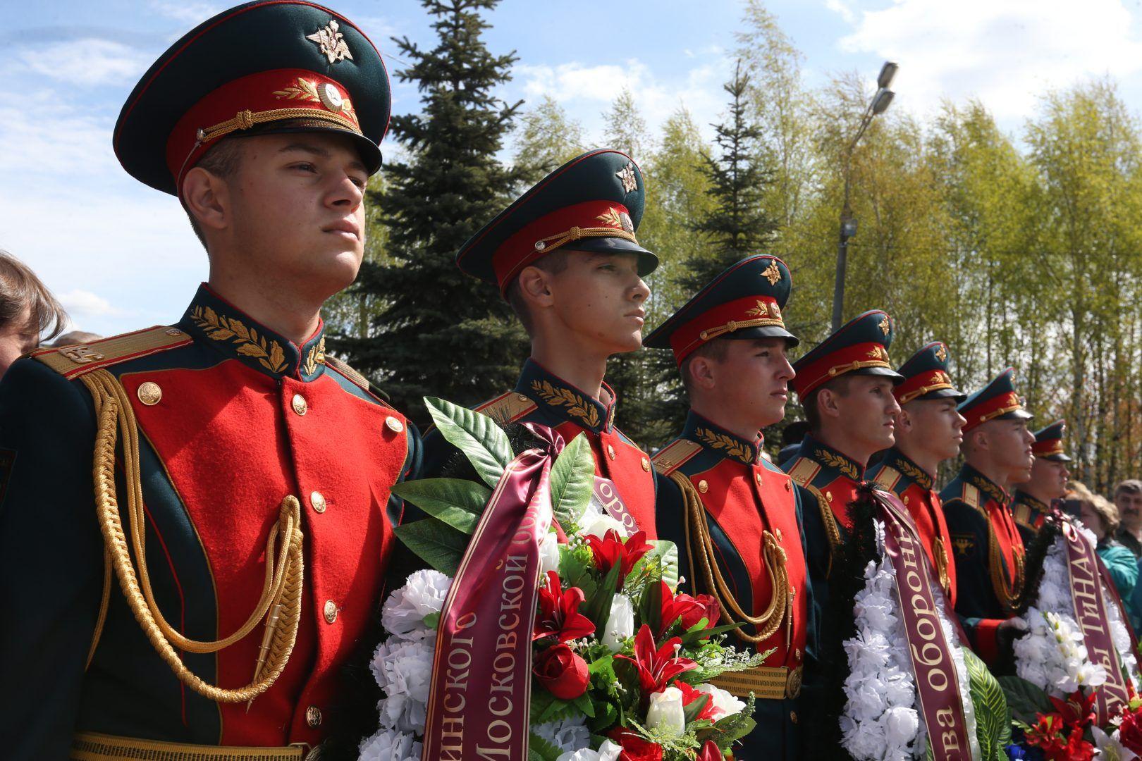 4 мая 2019 года. Марушкинское. На торжественный митинг у мемориального комплекса в Крекшине
