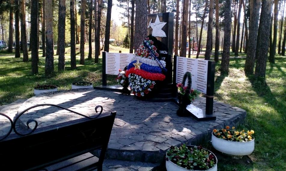 Мемориалы в Рязановском украсили цветами