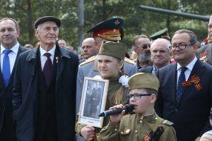 Приехали актер Василий Лановой (слева) и префект ТиНАО Дмитрий Набокин (справа). Фото: Виктор Хабаров