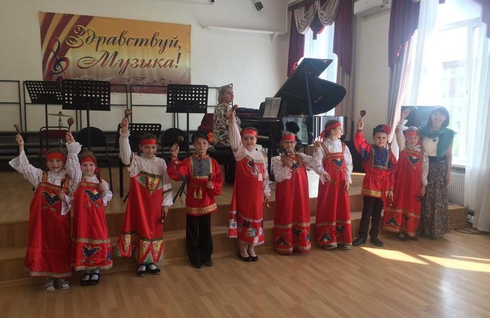 Артисты-ложкари из Щербинки выступили с концертом