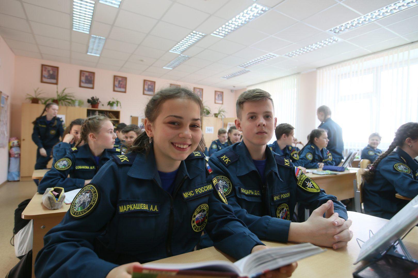 Настя Маркашева и Дима Бондарь на уроке. Фото: Виктор Смольянинов