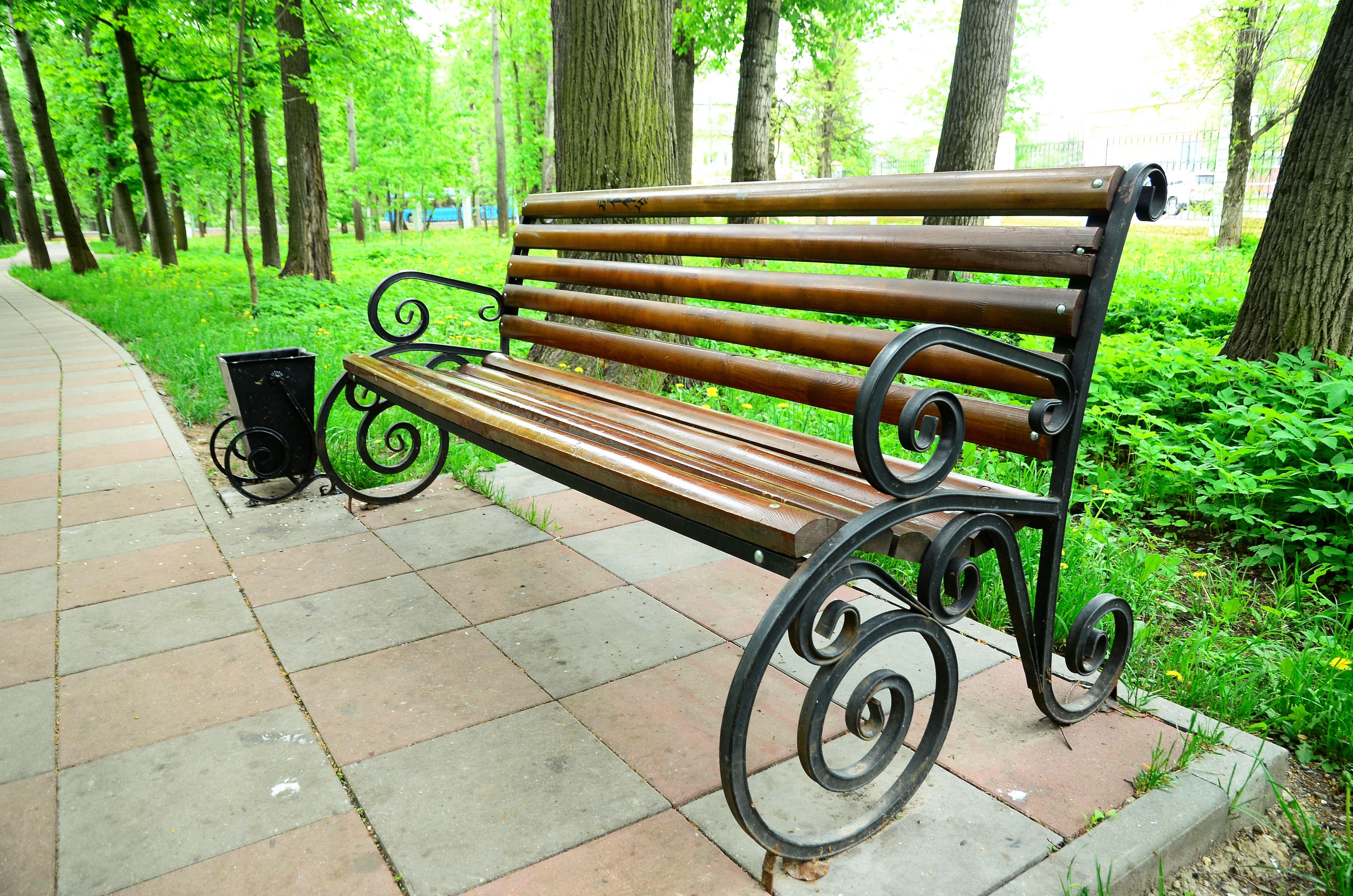 Новые лавочки установят во дворе Роговского