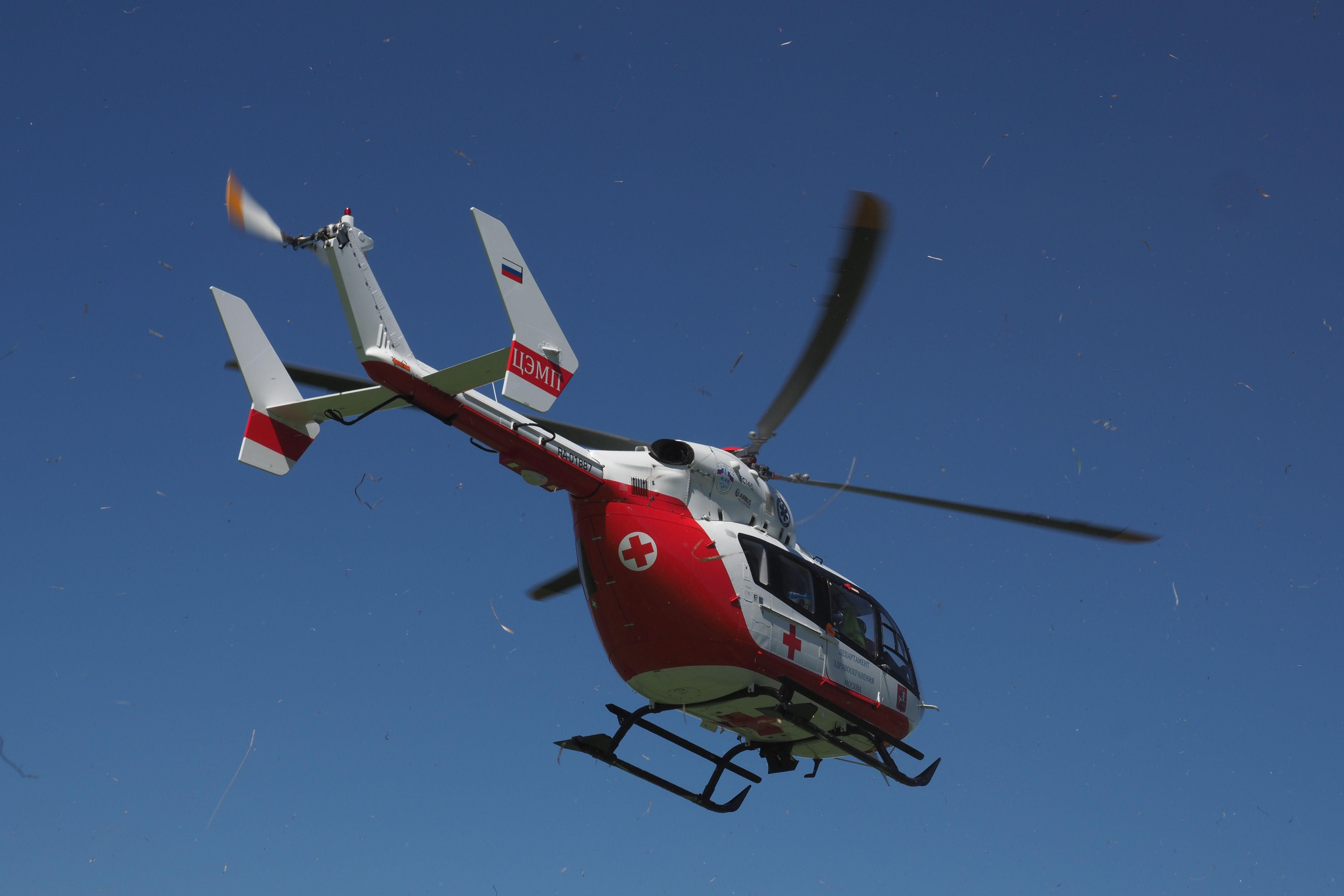 Вертолет МАЦ эвакуировал упавшую с высоты девочку в Новой Москве