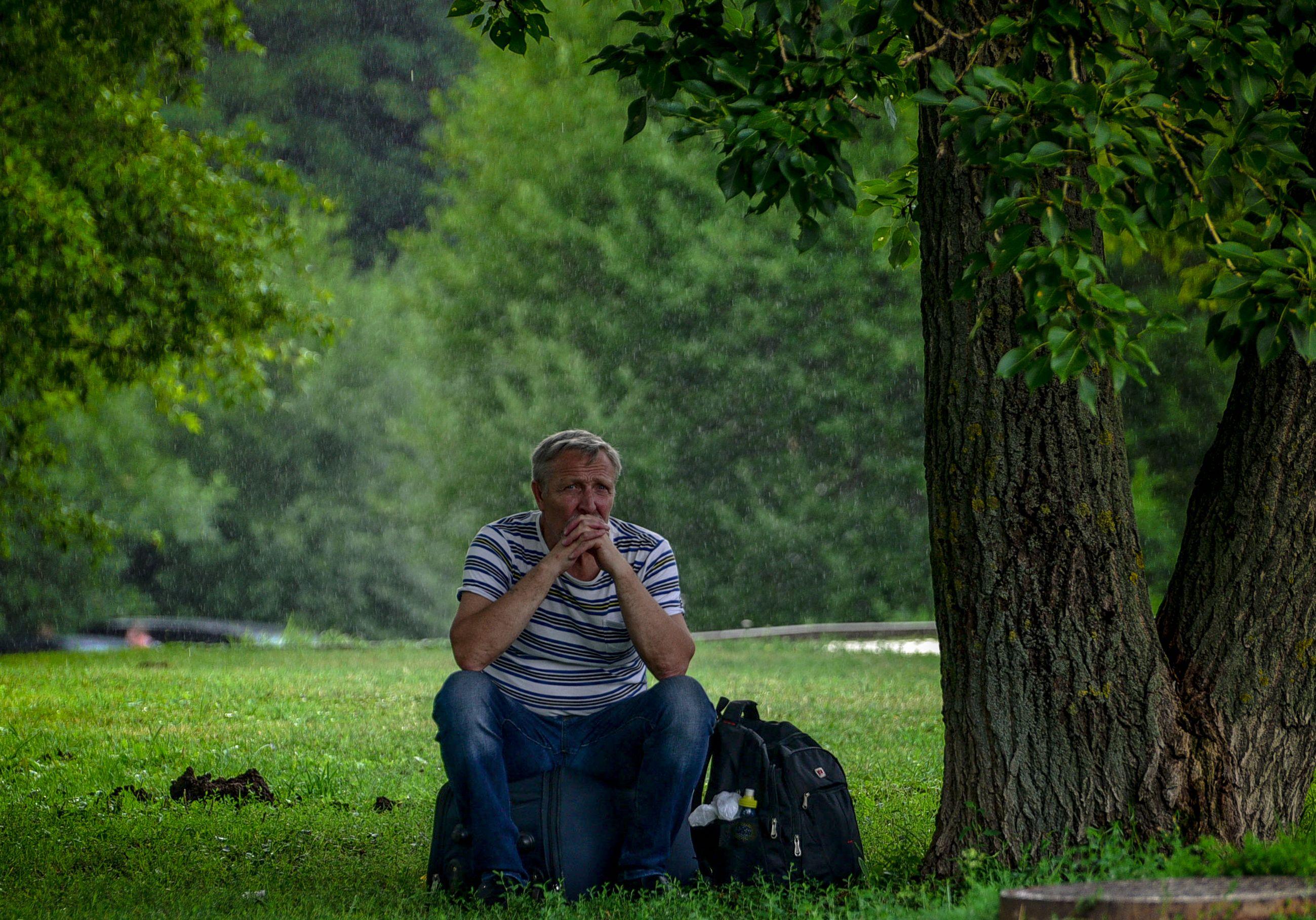 Москвичей предупредили о жаре и дожде в среду