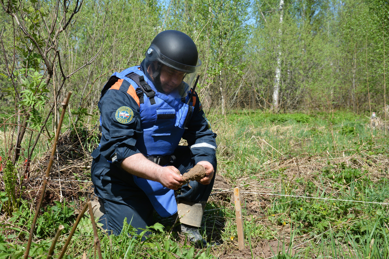 Сотрудники Центра «Лидер» проводят масштабную операцию по поиску и обезвреживанию взрывоопасных предметов