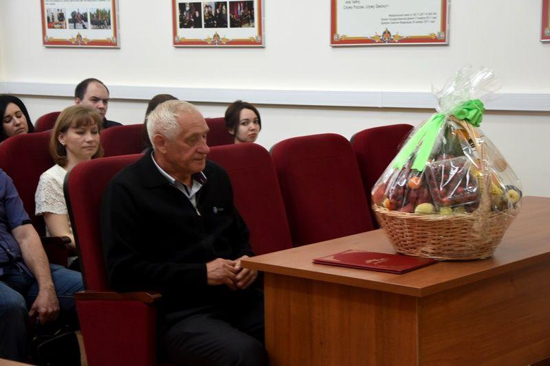 Руководство УВД по ТиНАО поздравили подполковника милиции в отставке с 70-летним юбилеем