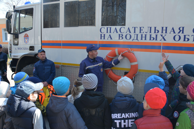 О профессии спасатель и пожарный узнали московские школьники