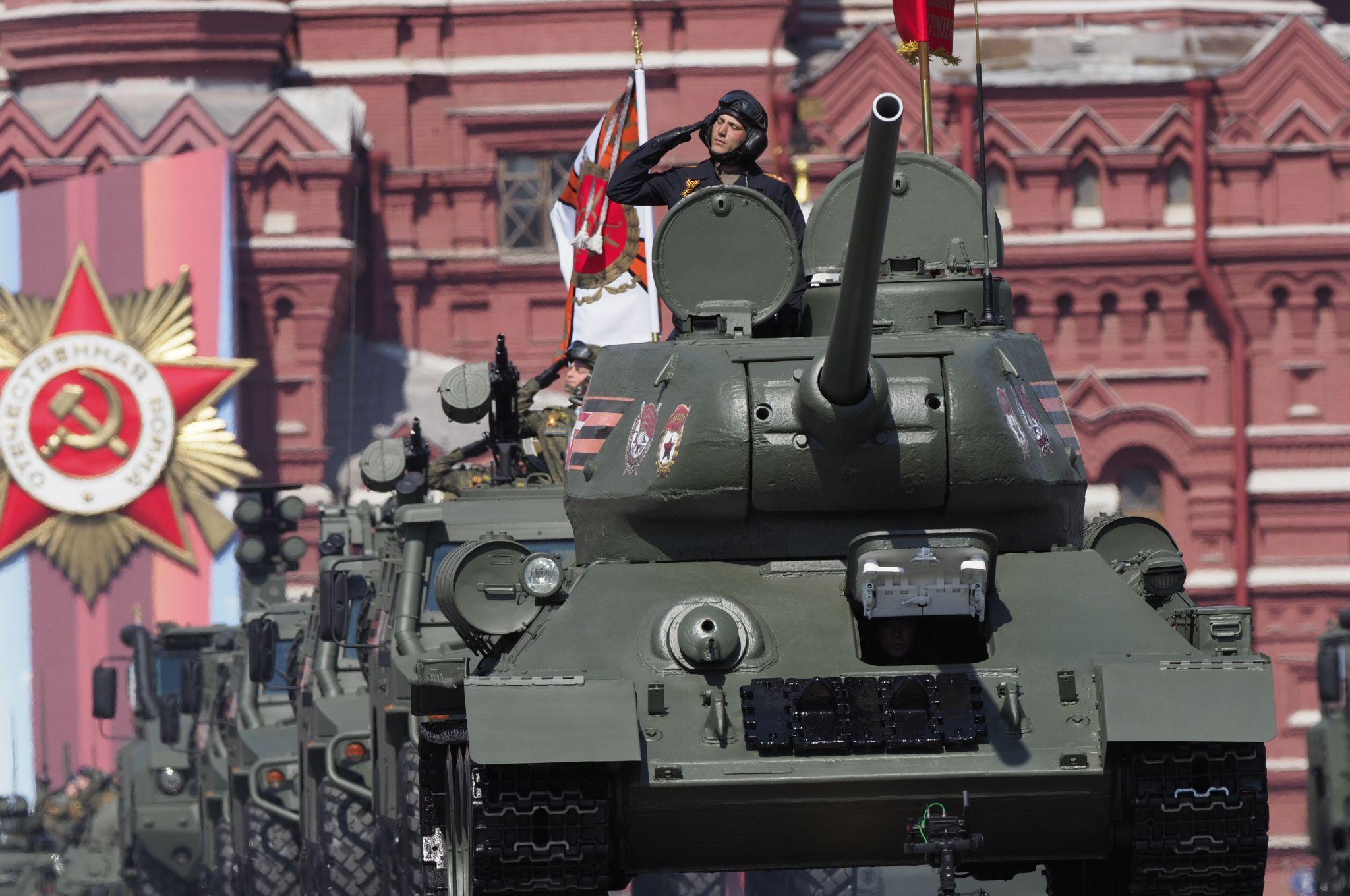 Воздушную часть Парада Победы отменили в Москве