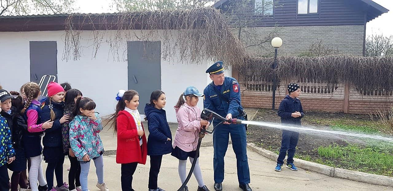 Московские огнеборцы провели квест «Школа пожарной безопасности»