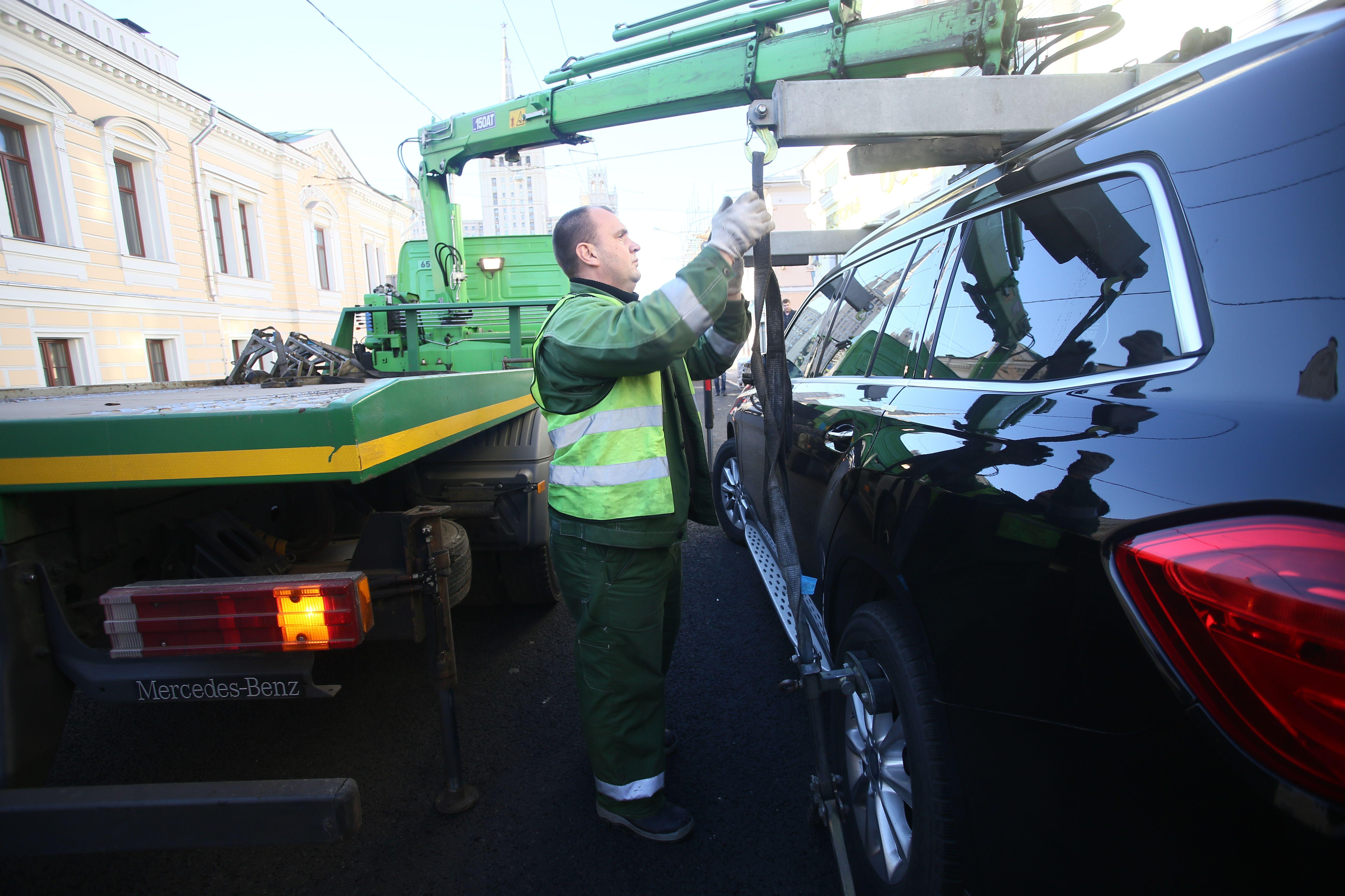 Владельцы эвакуированных машин оценили помощь виртуального оператора в Москве
