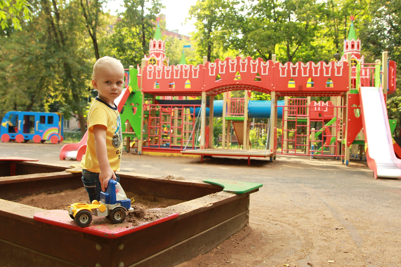 Спортивно-детскую площадку реконструируют в Краснопахорском