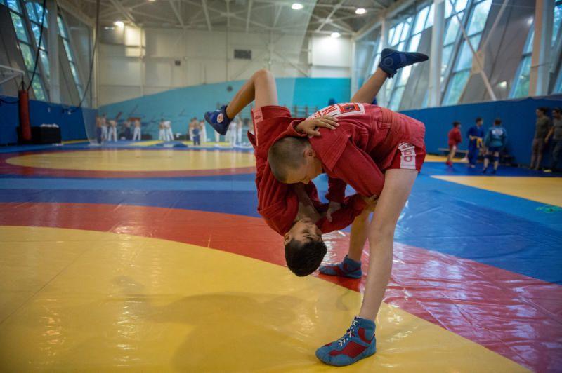 Самбисты из Вороновского поборются на турнире