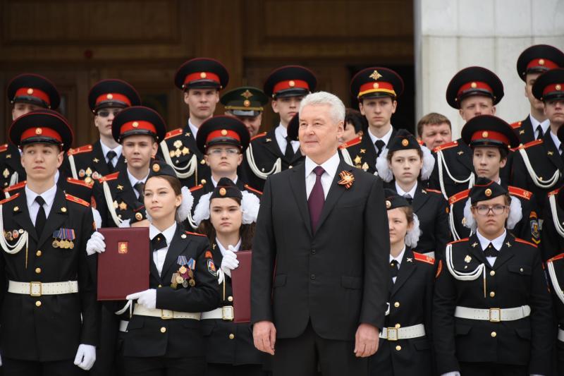 Собянин поздравил участников парада кадет с Днем герба и флага Москвы