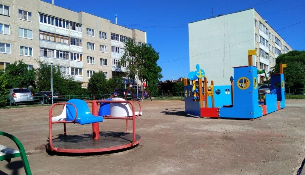 Детскую площадку в Щаповском начали благоустраивать