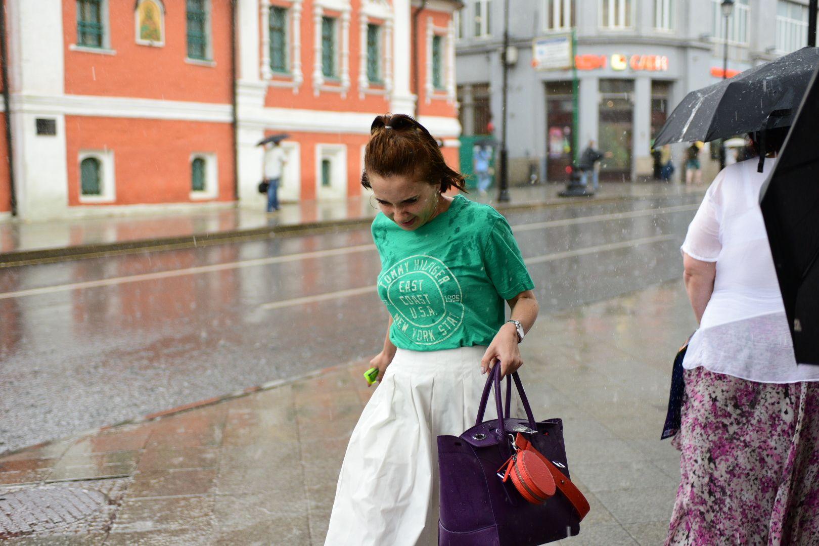 Москвичам пообещали теплую и доджливую погоду