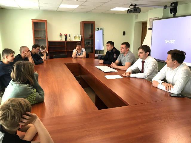 Сотрудники столичной полиции провели урок правового информирования для воспитанников детского дома «Молодая Гвардия»