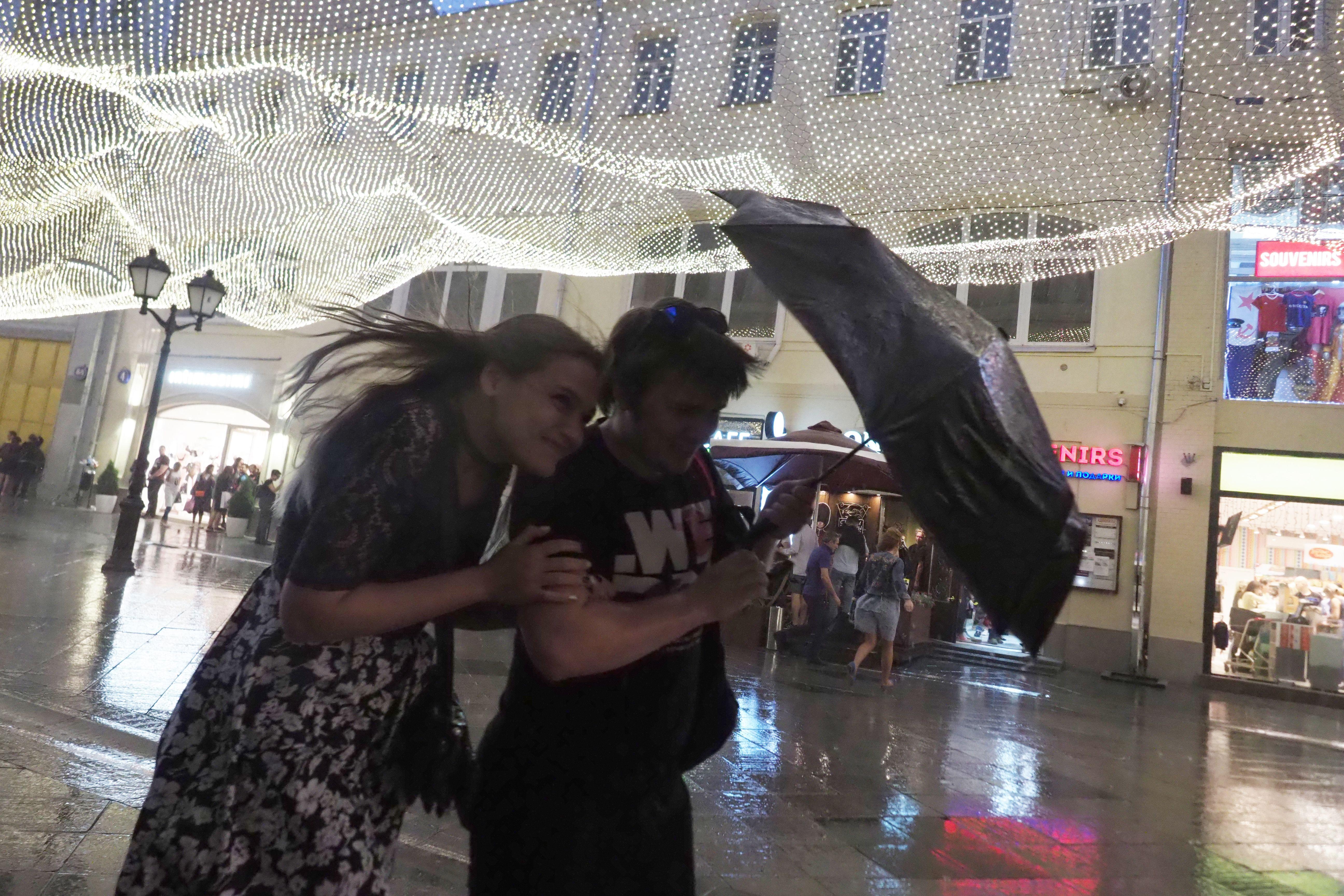 Жителей Москвы предупредили о непогоде на выходных
