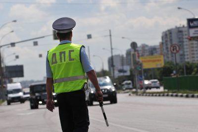 Сотрудники Госавтоинспекции ТиНАО устанавливают личность водителя, скрывшегося с места ДТП