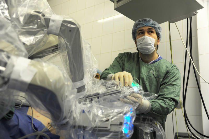 В Москве провели уникальную операцию по удалению опухоли позвоночника. Фото: архив