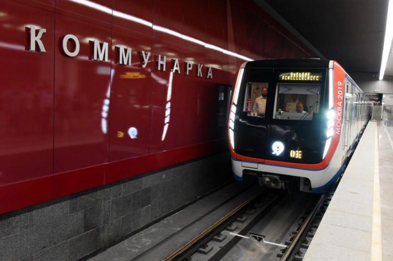Строятся три линии метро