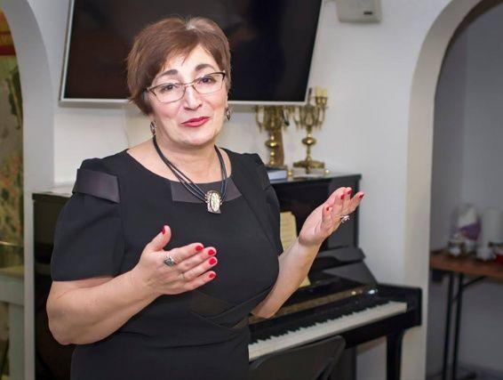 Директор музея из Щаповского посетила форум «Мой район». На фото директор музея Изабелла Рожкова