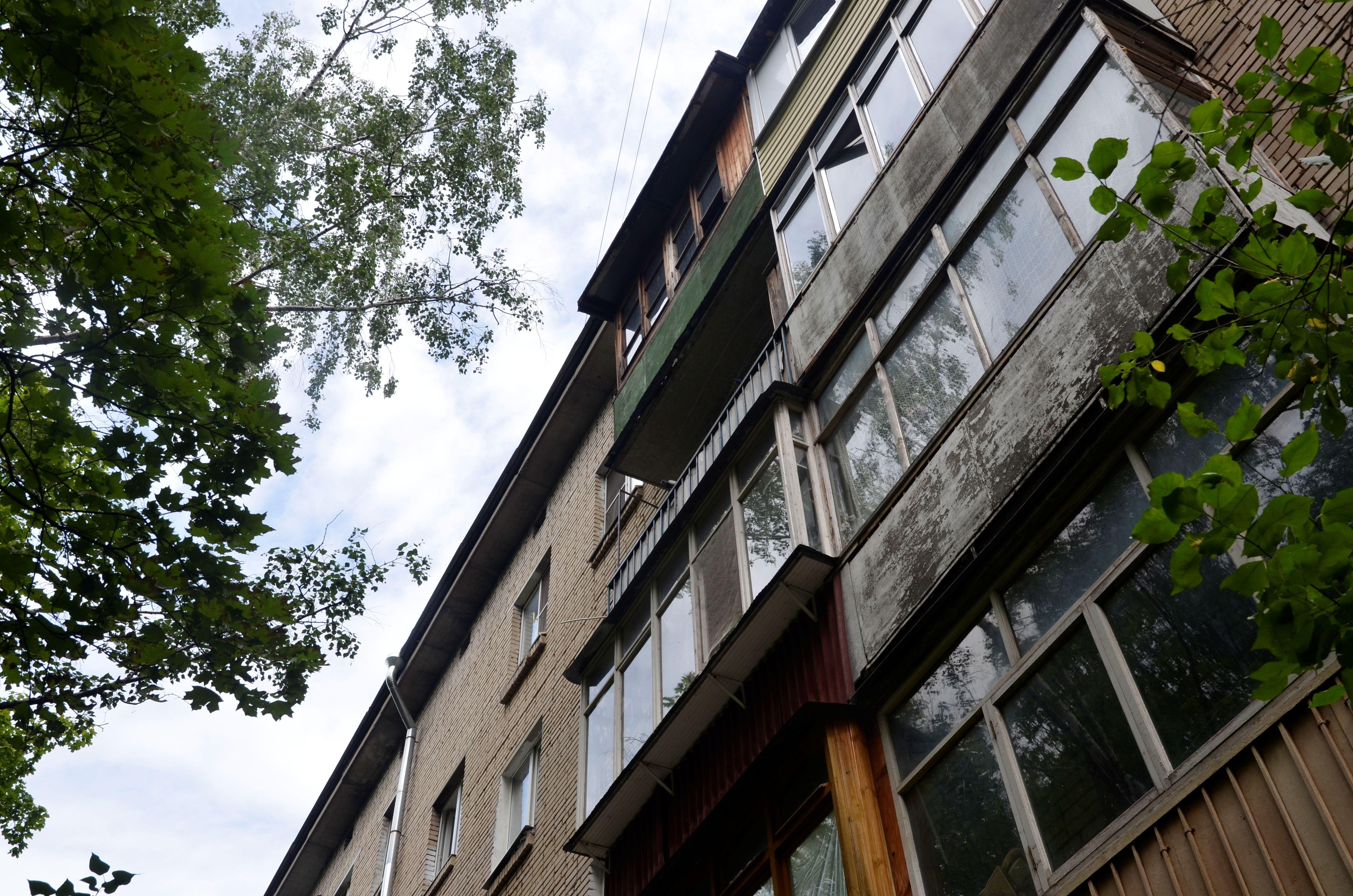 Капитальный ремонт подъездов дома завершили в Шишкином Лесу