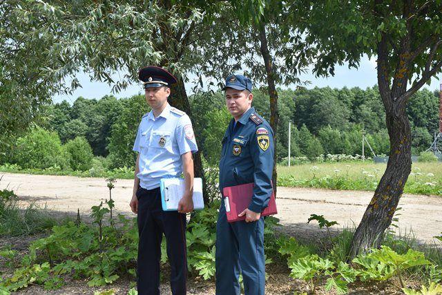 В пожароопасный период сотрудники полиции Новой Москвы совместно с МЧС проводят профилактические рейды в лесах, лесопарковых зонах и местах отдыха