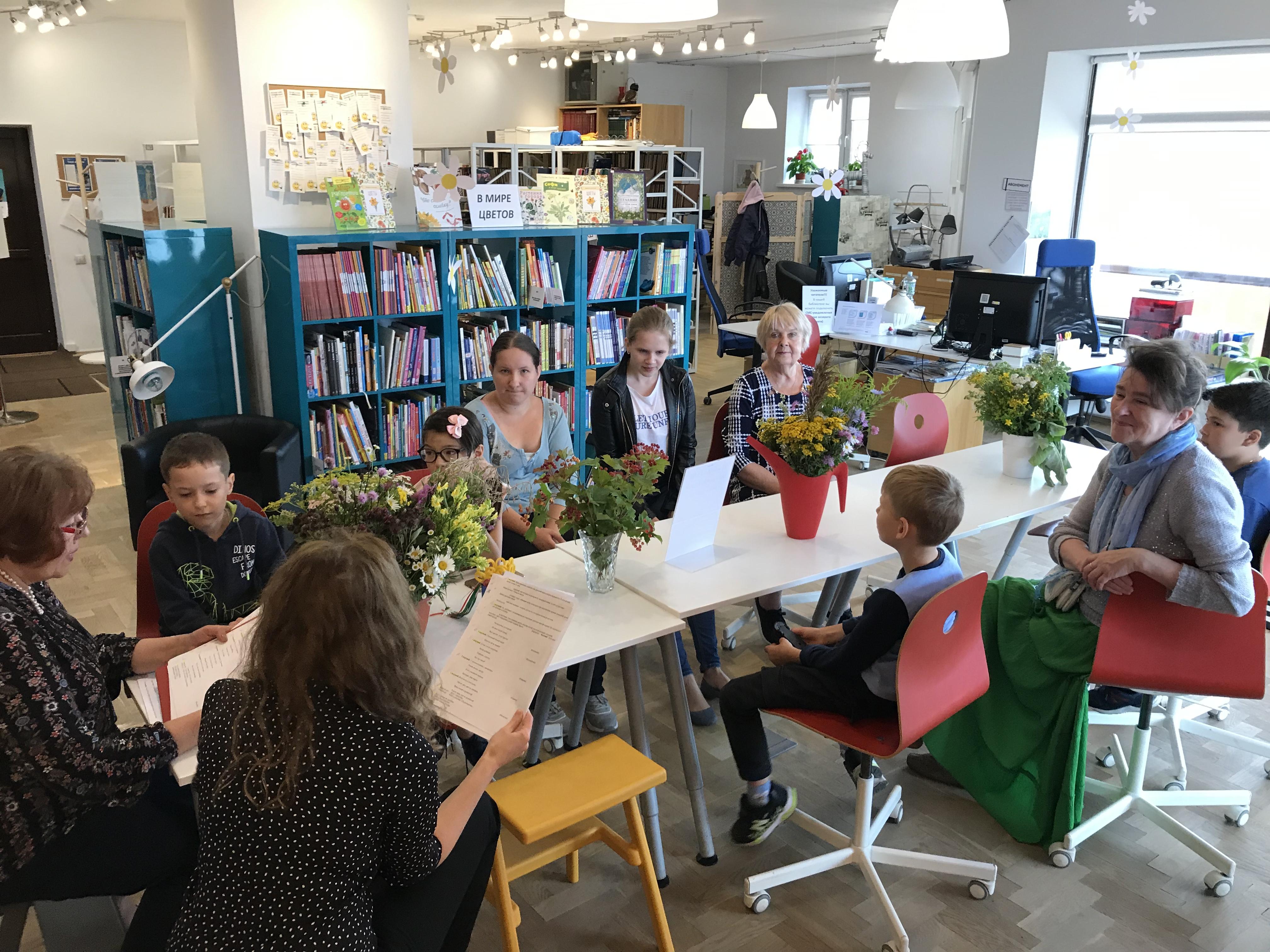 Жители Филимонковского отметили День цветка