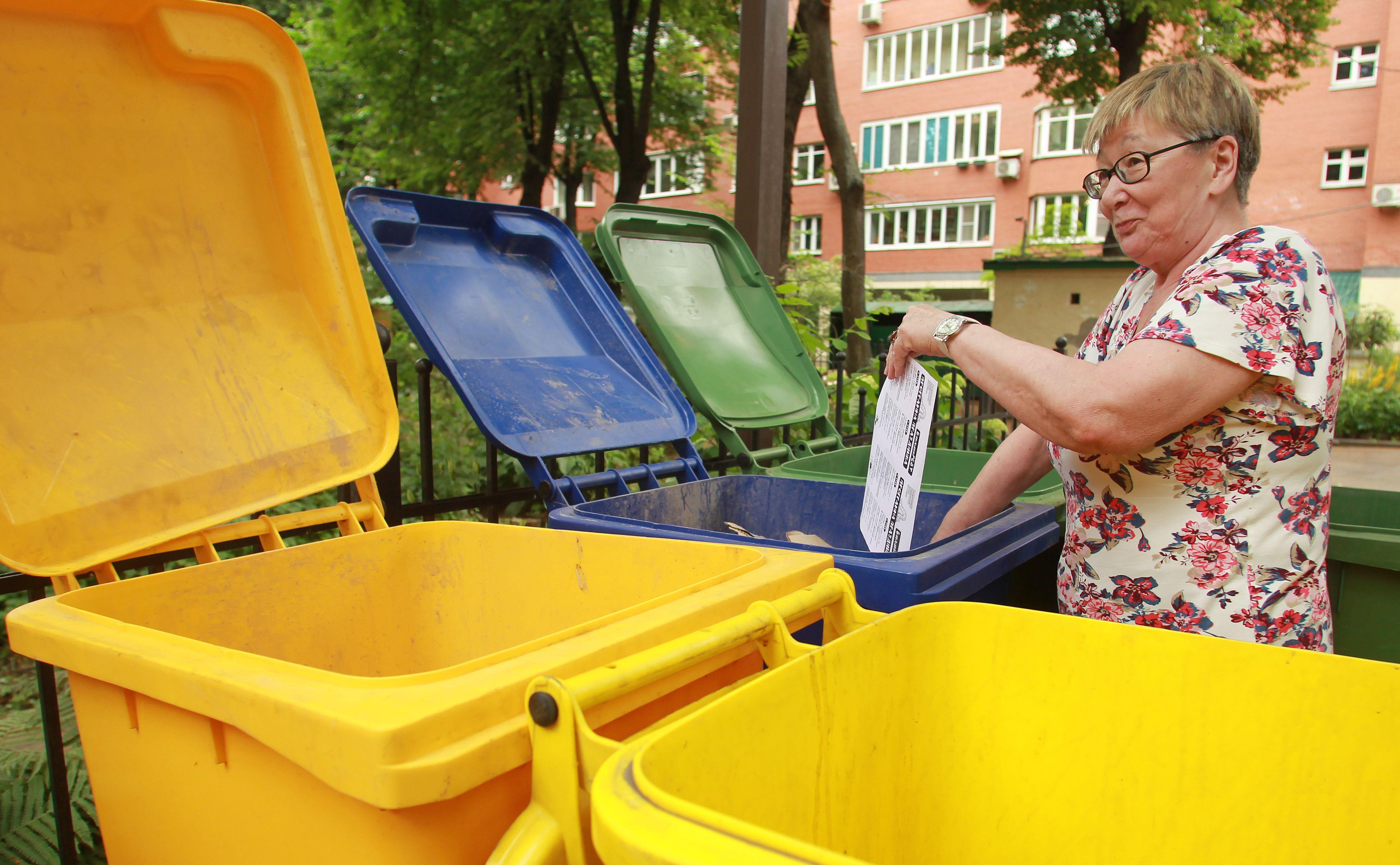 Два мусорных контейнера установят в Роговском. Фото: Наталия Нечаева, «Вечерняя Москва»