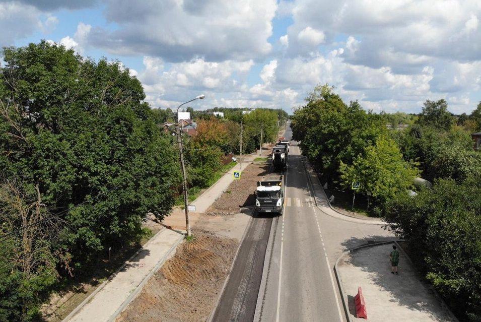 Специалисты расширят проезжую часть в Первомайском. Фото предоставили сотрудники администрации поселения Первомайское