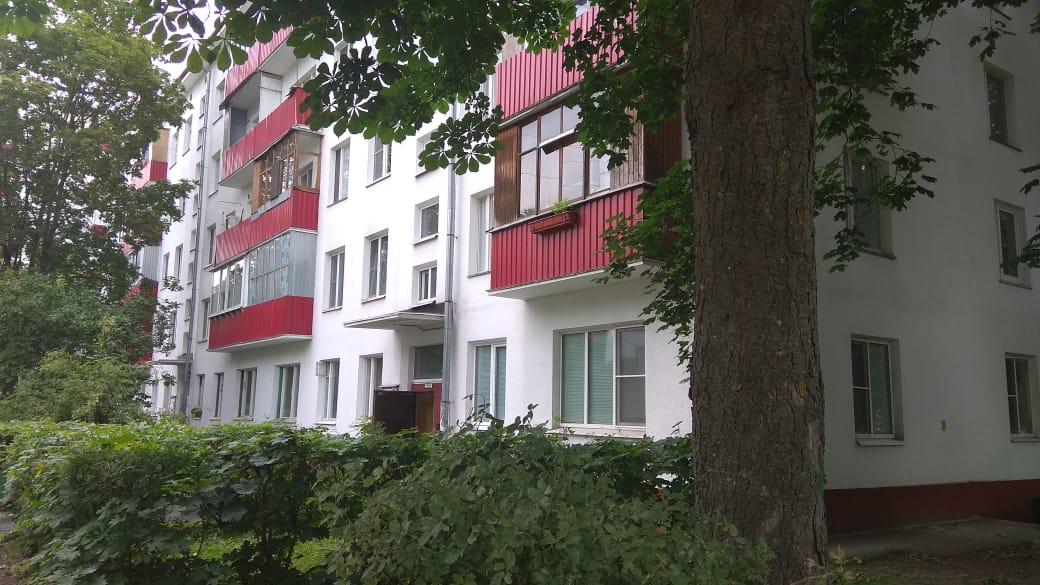 Специалисты отремонтируют фасад дома в Московском