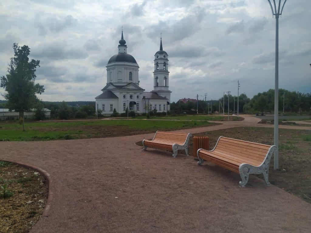 Урны и лавочки установят в парке «Кленово»