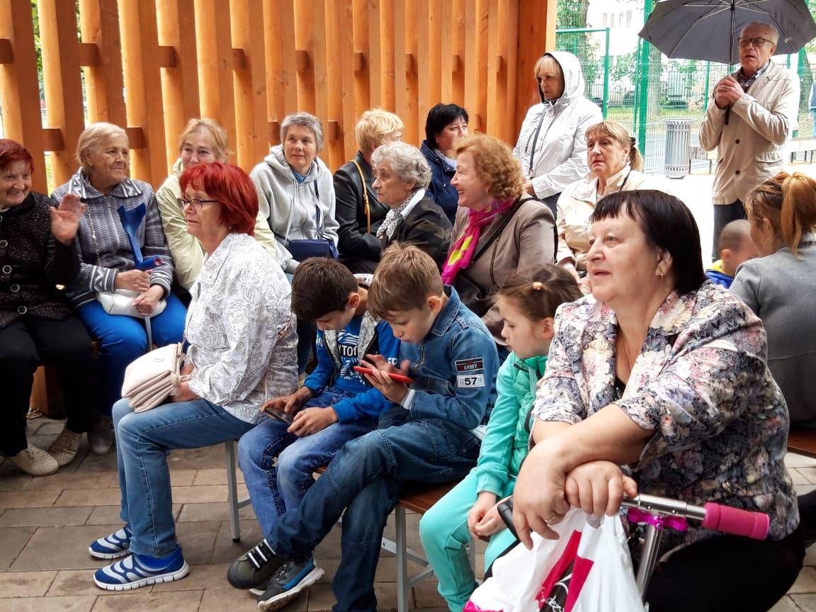 Оттенки чувств и настроений: в поселении Сосенское прошел концерт «Песни нашего двора»