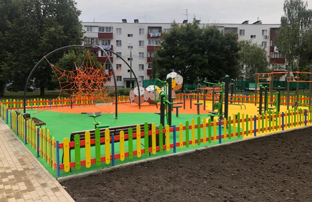 Детскую и тренажерную площадки обновили в Краснопахорском