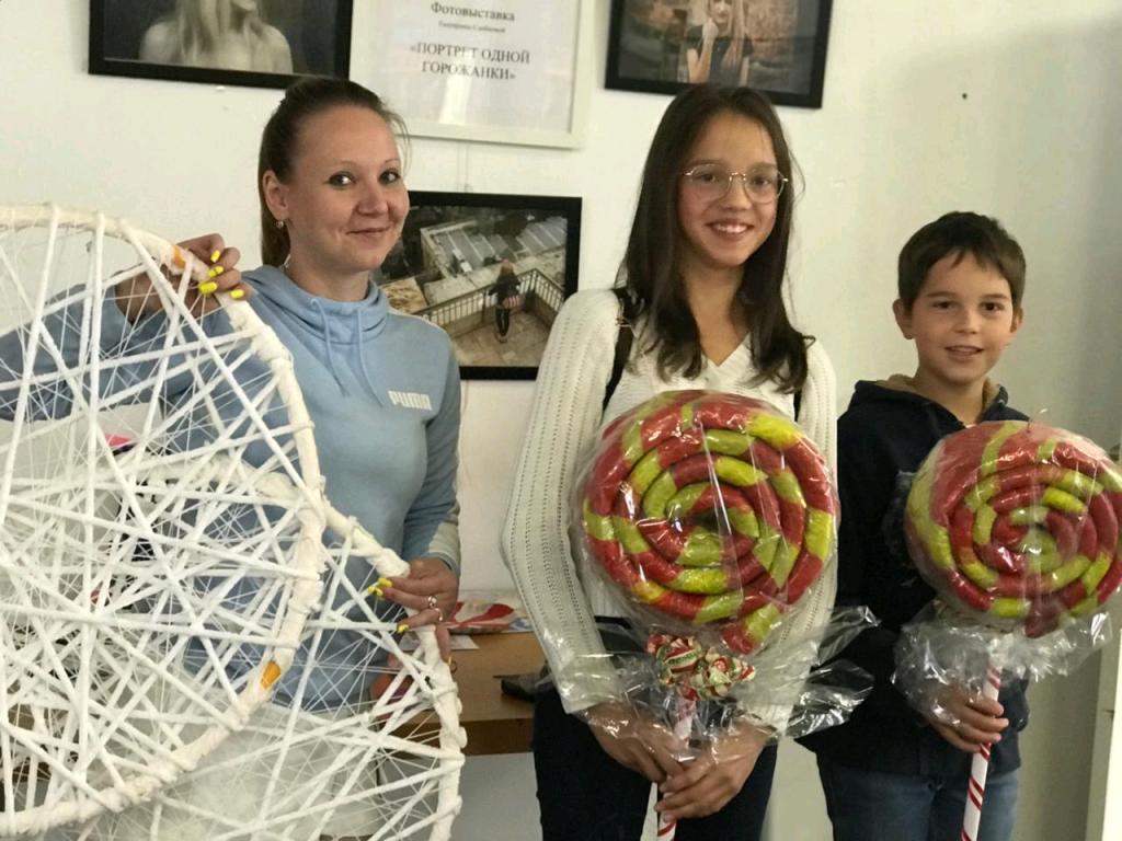Декорации к празднику создали семьи из Десеновского