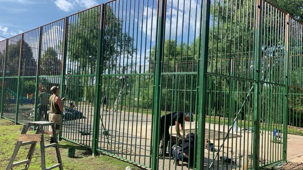 Детскую и спортивную площадки оборудуют в Десеновском