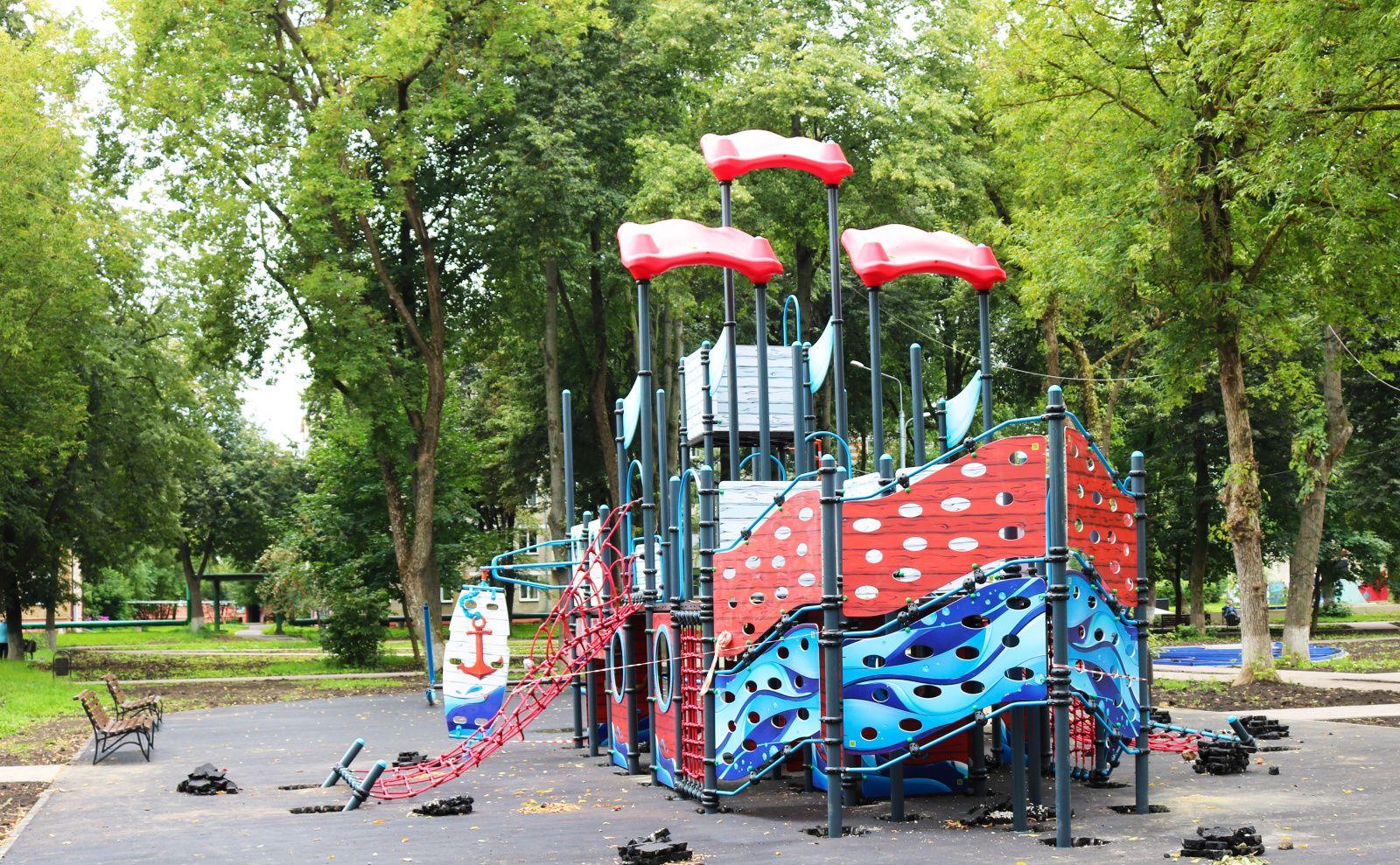 Монтаж детской площадки произвели в Рязановском