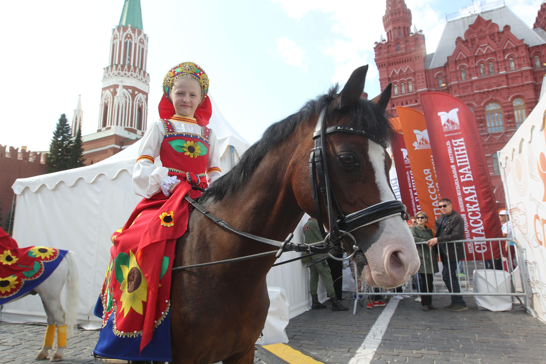 На коне по Красной площади