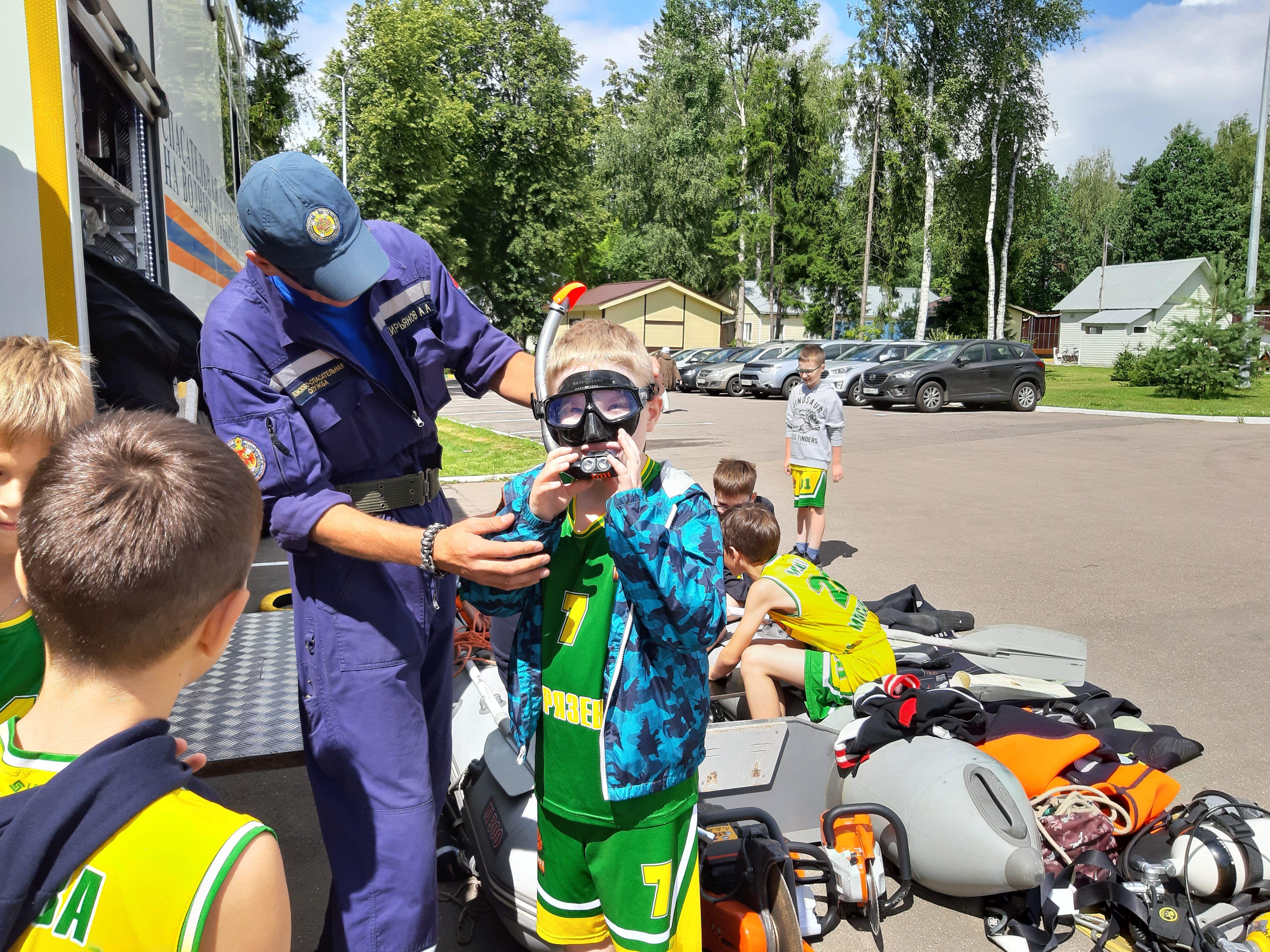 Московские спасатели провели масштабную акцию «Научись спасать жизнь!»