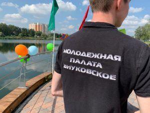 Представители Молодежной палаты продемонстрировали ребятам танцевальные движения. Фото: Мария Карташова
