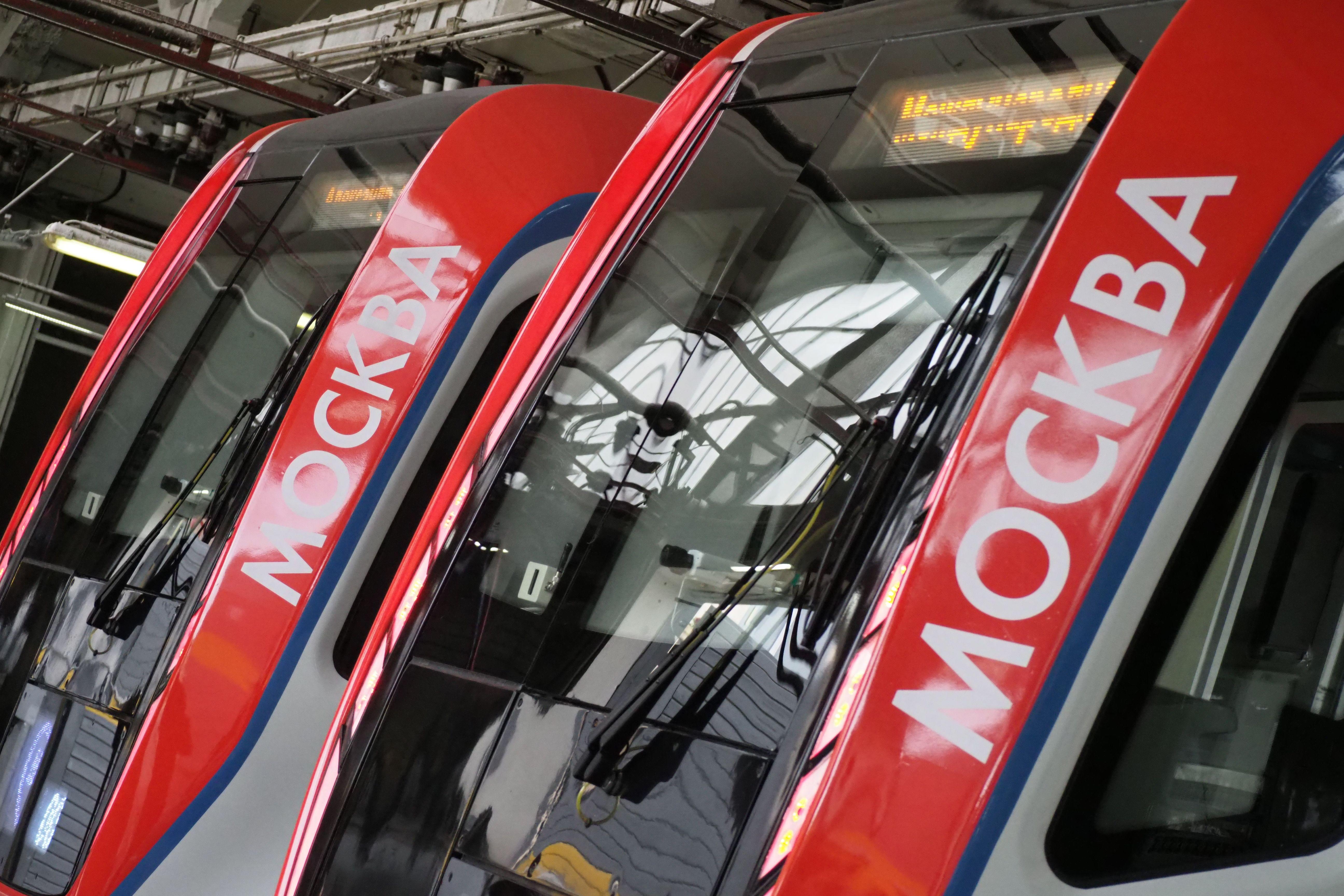 Еще три поезда «Москва-2019» запустили на красной линии метро