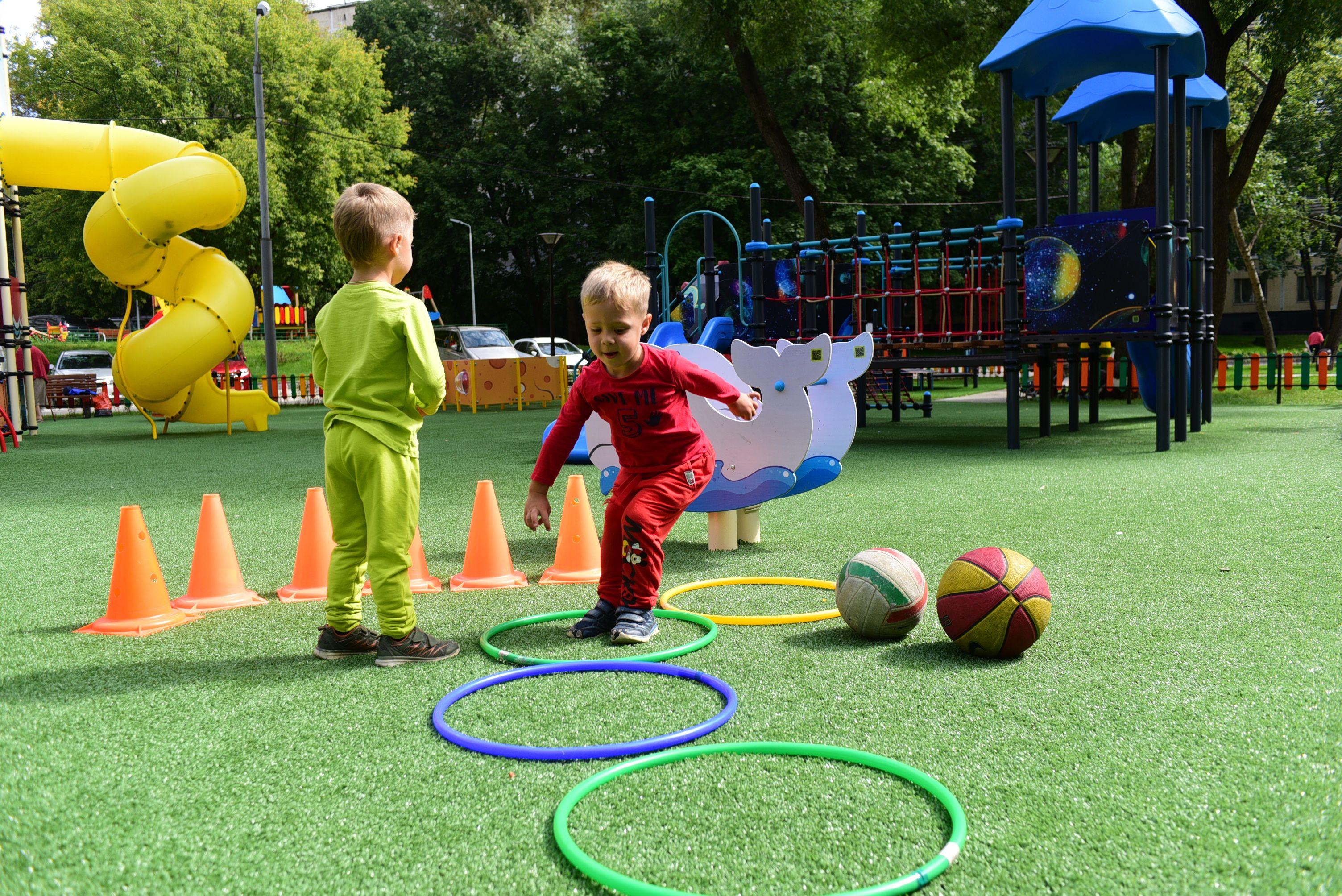 Зону детской игровой площадки в Михайлово-Ярцевском дооснастят
