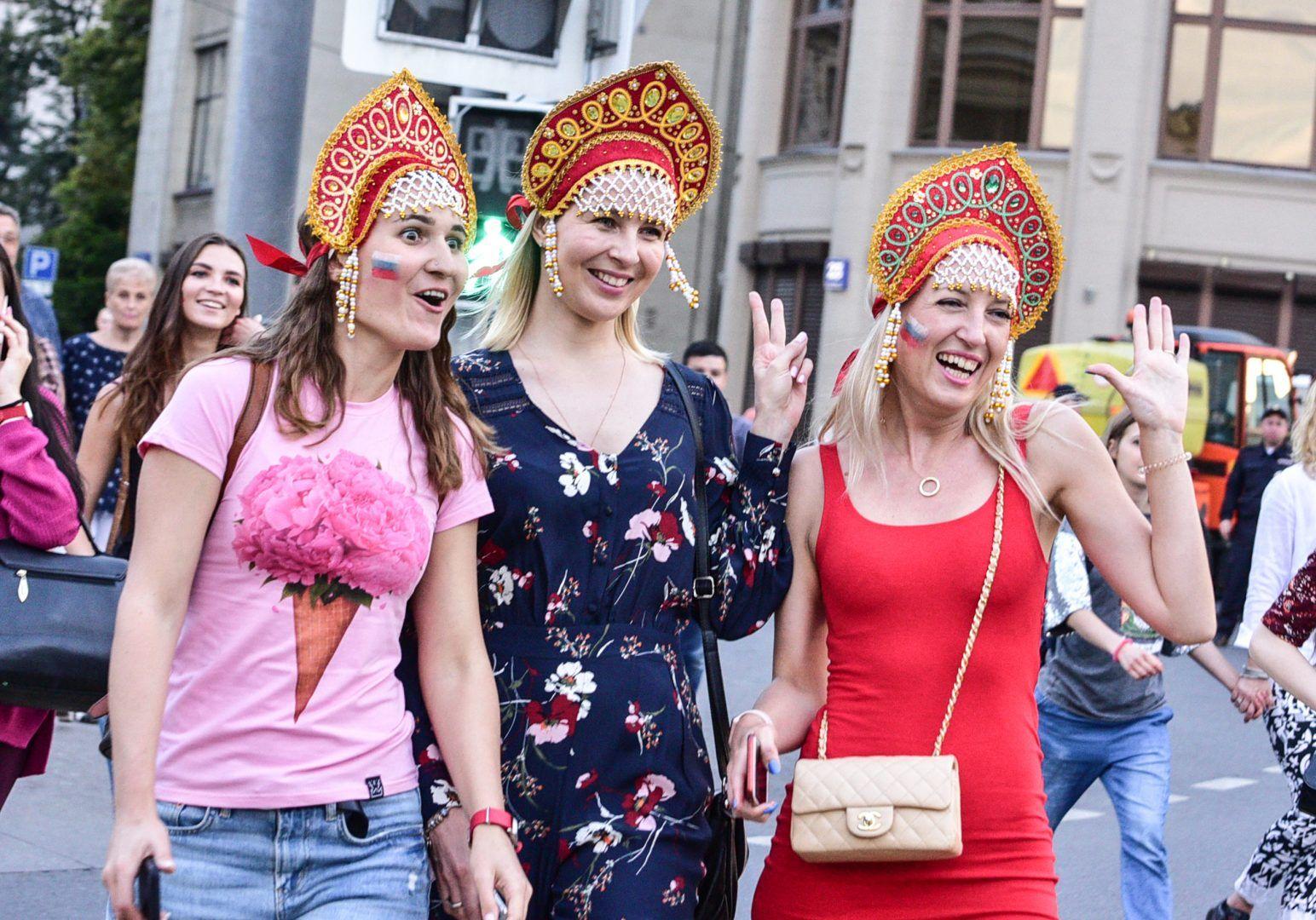 Большая часть туристов – это молодые россияне. Фото: Пелагия Замятина, «Вечерняя Москва»